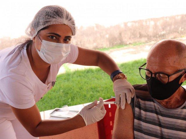 Prefeitura de Presidente Olegário inicia vacinação da faixa etária de 80 a 89 anos