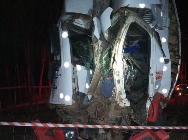 Corpo de Bombeiros registra acidente automobilístico na MGC 354