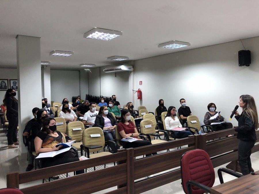 Escola do Legislativo promove curso de redação oficial para assessores, servidores e vereadores da Casa Legislativa