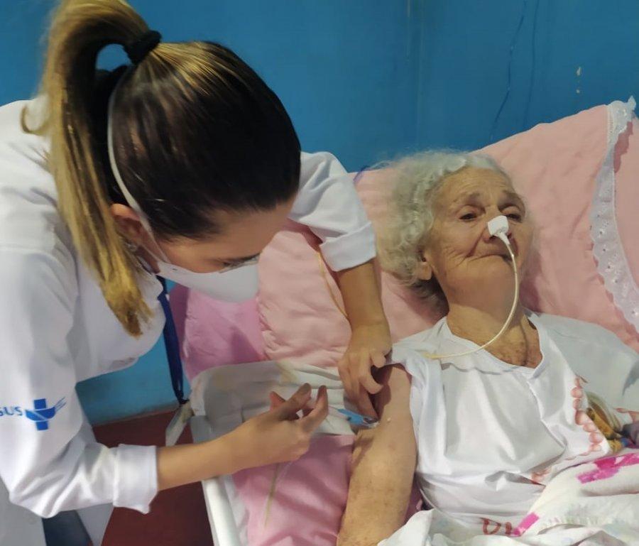 Covid-19: idosos de 89 anos serão vacinados nessa terça-feira