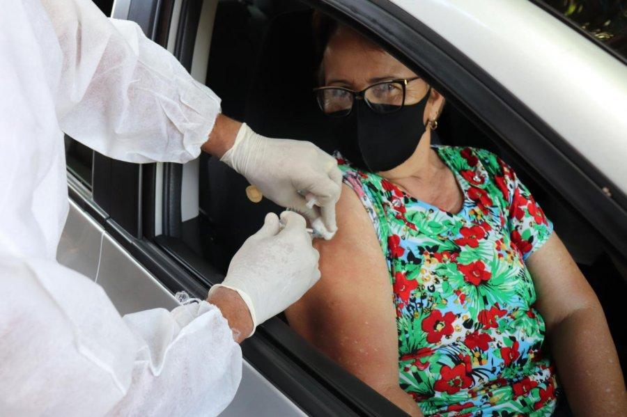 Secretaria de Presidente Olegário realiza primeiro drive-thru de vacinação contra covid-19