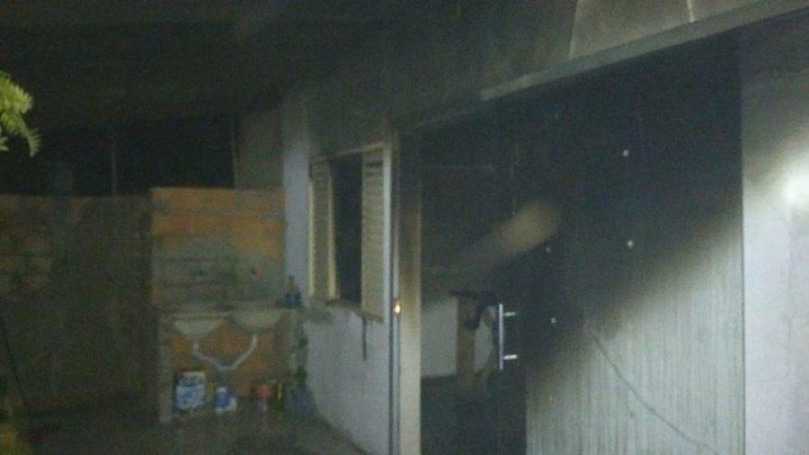 Duplex pega fogo e bombeiros são acionados em Patos de Minas