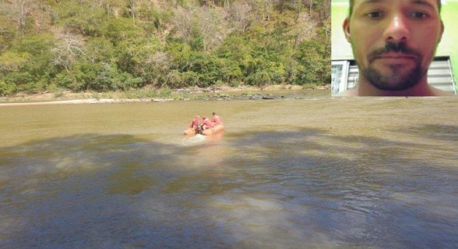Homem de Lagoa Formosa morre afogado no Rio Abaeté após barco colidir em pedra