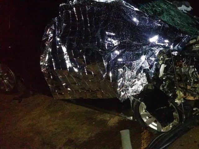 Veículos batem de frente na entrada de Romaria e uma pessoa morre