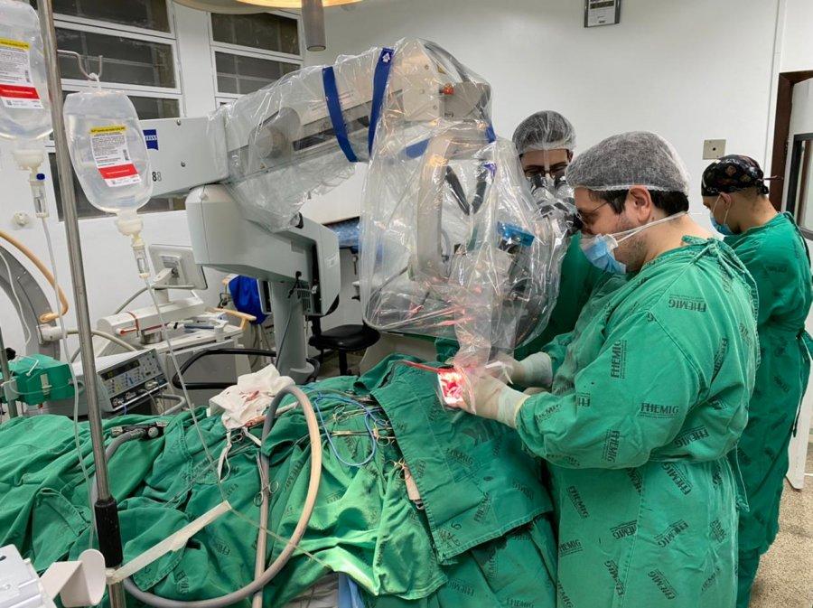 Hospital Regional Antônio Dias realiza primeira cirurgia de aneurisma por microscopia