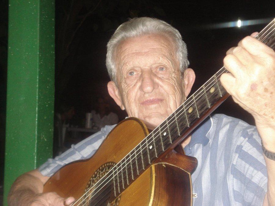 Morre aos 92 anos Seu Dizinho, das serestas aos eternos sambas de roda