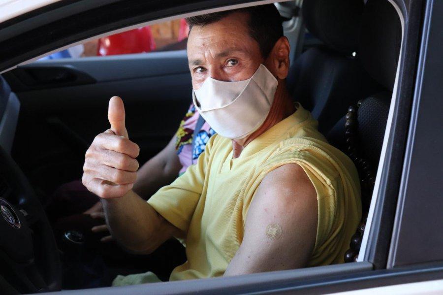 SMS realiza 3º drive-thru de vacinação contra a covid-19 em Presidente Olegário