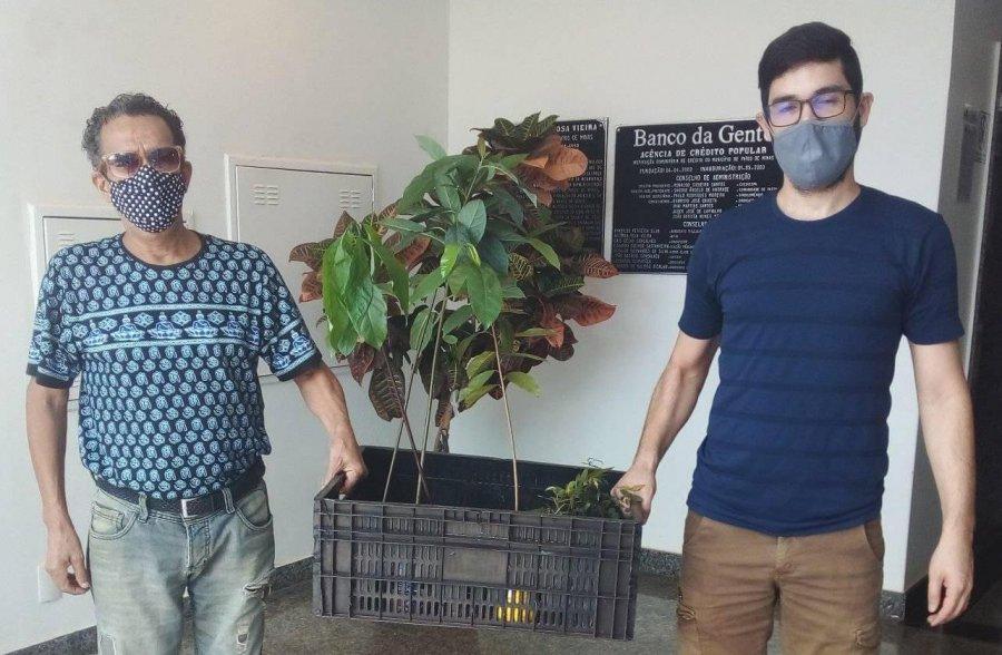 Projeto Disk Árvore continua em Patos de Minas com a distribuição de mudas