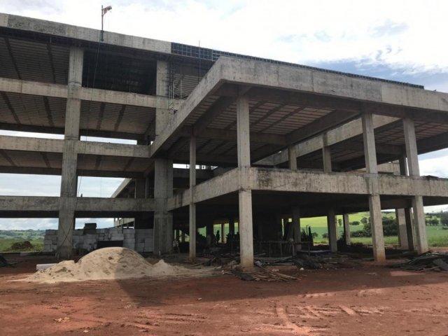 Governador e prefeito de Patos de Minas anunciam a retomada de obras do campus da UFU