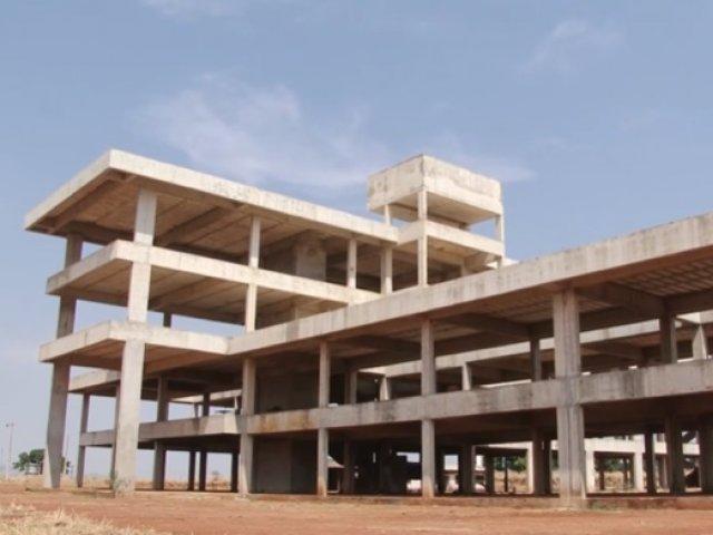 Obras de construção do campus da UFU de Patos de Minas estão novamente paradas