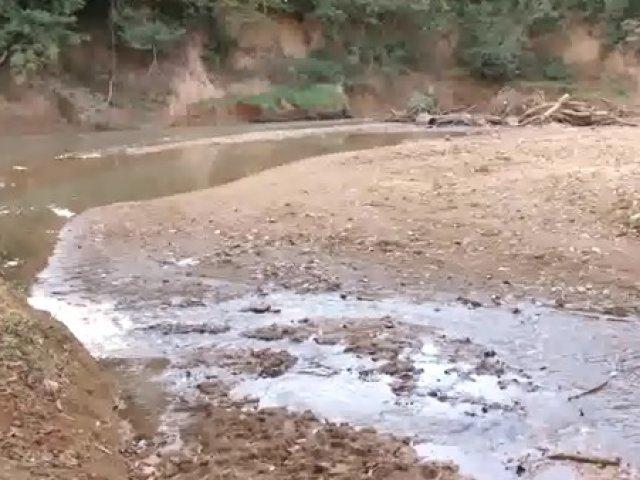 Falta de chuvas em Patos provoca redução do volume de água do Rio Paranaíba