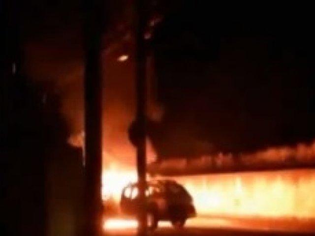 Viatura da Polícia Militar pega fogo em Patrocínio
