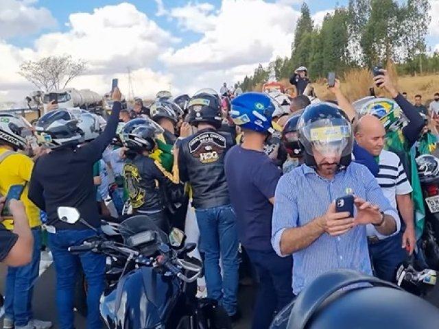 Jair Bolsonaro participou de inauguração de obra e motociata em Uberlândia